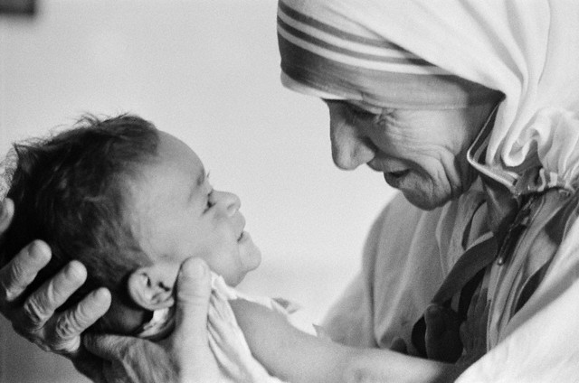 Mother Teresa in Calcutta 与える愛 giving love